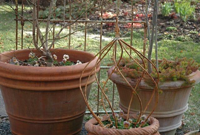 Big pots wait for action