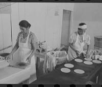 making-tortillas-in-texas
