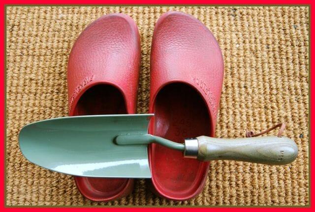shoes-trowel-3