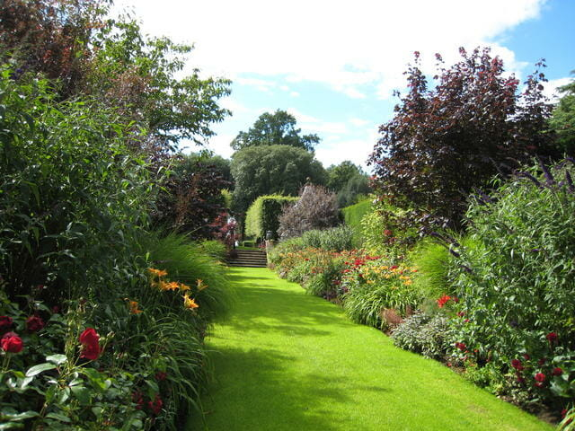 On garden rooms a talk with hidcote 39 s manager a way to for Garden design podcast